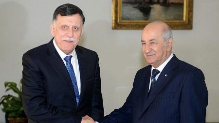 Le chef du gouvernement d'union nationale libyen, Fayez el-Sarraj (G), a rencontre le président algérien Abdelmadjid Tebboune lundi à Alger, 6 janvier 2020. © APS / AFP