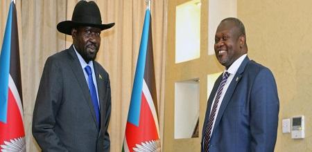 Le président sud-soudanais Salva Kiir (à gauche) et le chef rebelle Riek Machar sont sous pression pour résoudre leurs différends d'ici à la date-butoir du 22 février fixée pour former un gouvernement d'union dans le cadre d'un accord de paix © REUTERS