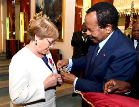 Paul Biya et Madame Michelle Bachelet,  Haut-commissaire de l'ONU aux droits de l'homme et ancienne Présidente du Chili