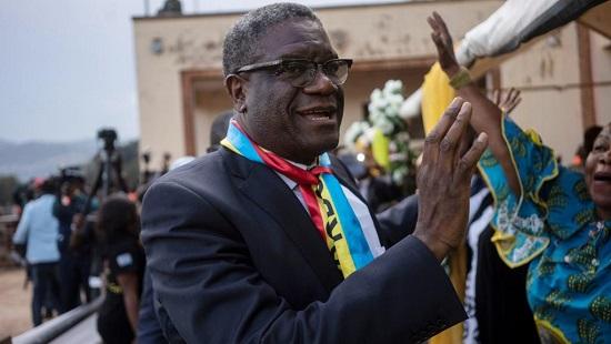 Denis Mukwege accueilli par la foule à Bukavu, le 27 décembre 2018. © Fredrik Lerneryd / AFP