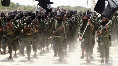 Un défilé des militants islamistes shebabs, à Afgoye, à l'ouest de la capitale somalienne, le 17 février 2011 (image d'illustration). © KENYA-SECURITY/SOMALIA REUTERS/Feisal Omar/Files