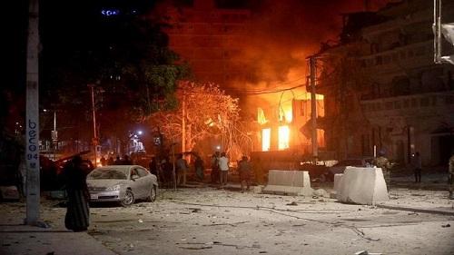 Double explosion près de ministères à Mogadiscio