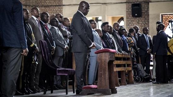 Le président congolais Félix Tshisekedi assiste à une messe en mémoire de son père, l'opposant Etienne Tshisekedi à Notre-Dame de Kinshasa, le 1er février. © JOHN WESSELS / AFP