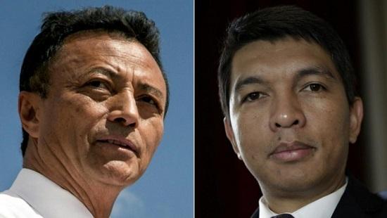 Les résultats définitifs de la présidentielle malgache confirment un second tour opposant Andry Rajoelina (D) à Marc Ravalomanana (G) © THOMAS SAMSON, SIMON MAINA, RIJASOLO / AFP