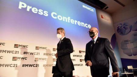 Le PDG de la GSMA Mats Granryd et le PDG de la GSMA Limited John Hoffman . Photo: DAVID OLLER (EUROPE PRESSE )