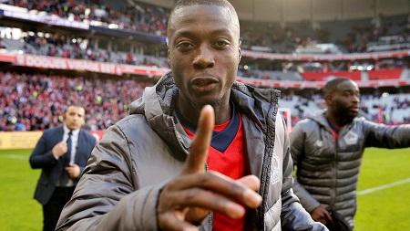 L'international ivoirien Nicolas Pépé, reçu dimanche le prix Marc Vivien Foe qui récompense le meilleur joueur africain du championnat français de première division