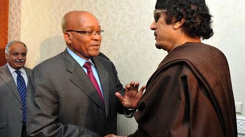 Le président Jacob Zuma et le dirigeant libyen Mouammar Kadhafi se sont rencontrés à Tripoli en mai 2011. Inexplicablement, la médiation de l'Union africaine entre Kadhafi et ses ennemis s'estompait. (Ntswe Mokoena, AFP)