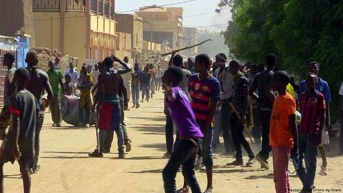 Trois semaines après le massacre de quelque 160 habitants d'un village peul du centre du Mali par des chasseurs dogons