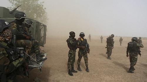 L'armée camerounaise a échangé lundi avec des populations de Kumba, dans la zone anglophone