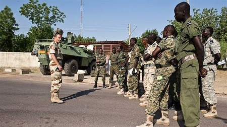 L'armée tchadienne et les instructeurs français. (Archives)