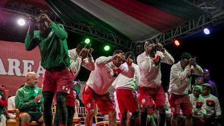 Les Barea, équipe malgache de football, fêtent leur retour à Antananarivo lors d'une présentation, le 13 juillet 2019. © RIJASOLO / AFP