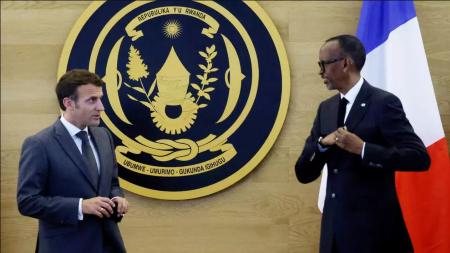 Emmanuel Macron et Paul Kagame, lors d'une conférence de presse au Rwanda
