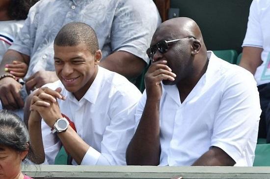 Le footballeur international franco-camerounais, Kylian Mbappe avec son père Mbappe au Roland Garros