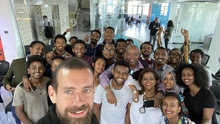 Le patron de Twitter qui achevait une tournée de près d'un mois sur le sol africain, a annoncé son intention de s'y installer courant 2020