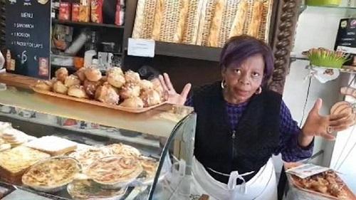 Mme Pauline, femme d'une soixantaine d'années originaire du Cameroun