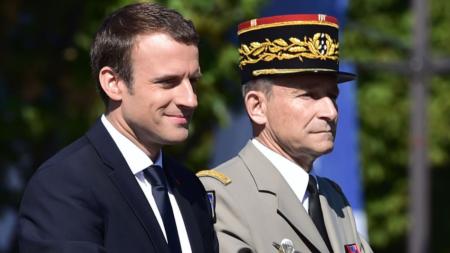Le président Emmanuel Macron et l'ex chef d'état-major de l'armée, le général Pierre de Villiers. Photo: AFP/CHRISTOPHE ARCHAMBAULT