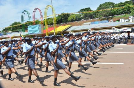 Femmes soldats de l'armée camerounaise.