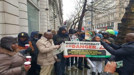 Des Nigérians résidant à Londres, réunis au sein d'un collectif dit des Nigérians concernés (CNLUK), ont manifesté vendredi
