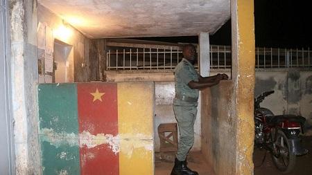 Quarante-cinq personnes, dont 43 détenus, ont été blessées mardi au cours d'une mutinerie à la prison principale de Buea