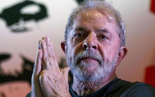 Lula purge déjà une peine de 12 ans et un mois de prison à Curitiba, dans le sud du pays. AFP/Miguel Schincariol