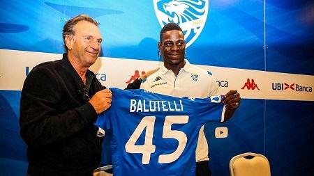 L'attaquant italien Mario Balotelli rejoint Brescia Calcio