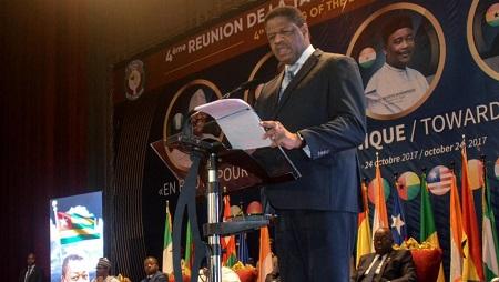 Marcel de Souza, ici à Niamey le 24 octobre 2017. En tant que président de la Cédéao, il considérait qu'une monnaie unique ne pourrait pas voir le jour en 2020. © BOUREIMA HAMA / AFP
