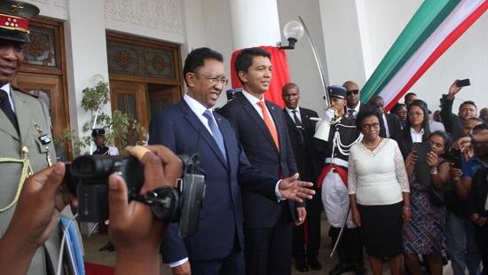 A Madagascar, le pouvoir a officiellement été remis entre les mains du nouveau président Andry Rajoelina par son prédécesseur Hery Rajaonarimampianina, le 18 janvier 2019. © RFI/Laetitia Bezain