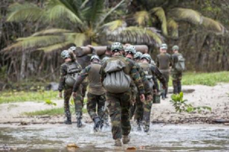 Le Special Operations Regiment s'entraîne en milieu tropical au Gabon
