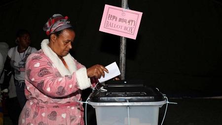 Lors du référendum du 20 novembre 2019. © REUTERS/Tiksa Negeri