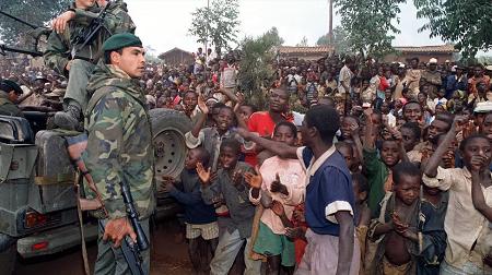 Des soldats français de l'opération Turquoise au Rwanda en 1994. (Image d'archives) HOCINE ZAOURAR / ARCHIVES / AFP