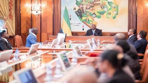Face à la pression des lycéens contre les nouvelles règles d'attribution de bourse d'études, le gouvernement gabonais revoit sa position