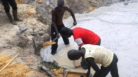 """L'exploitation de l'or par les entreprises chinoises à Bozoum n'est pas rentable pour l'état et préjudiciable pour la population et l'environnement"""", estiment les membres de la commission parlementaire"""