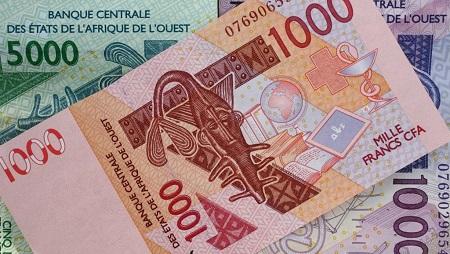 Billets de francs CFA actuellement en circulation. © Getty Images/Universal Images Group/Godong