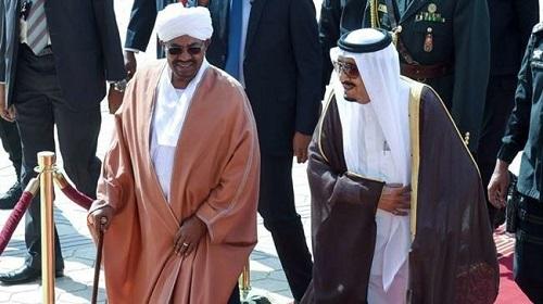 Le désormais ex président soudansi, Omar el-Béchir reçu par le roi Salman, février 2016/Alarab