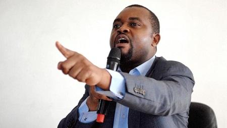 Gérard Ella Nguéma intervient lors d'une conférence de presse le 6 juillet 2012 à Libreville. © XAVIER BOURGOIS / AFP