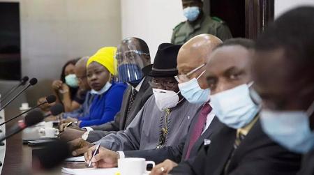 La délégation de la Cédéao lors de sa rencontre avec la junte au Mali, le 22 août 2020. ANNIE RISEMBERG / AFP
