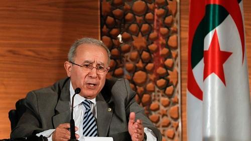 Le vice-Premier ministre algérien Ramtane Lamamra pendant une conférence de presse à Alger, le 14 mars 2019. © REUTERS/Zohra Bensemra