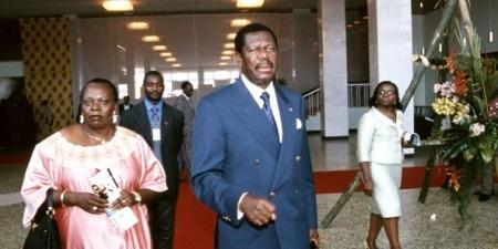 Victor Fotso au sommet France Afrique, à Yaounde, au Cameroun, en 2001. © Jeune Afrique