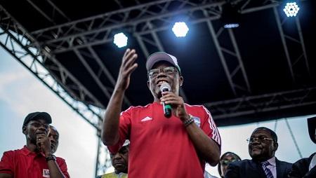 Maurice Kamto, leader du Mouvement pour la renaissance du Cameroun, lors d'un meeting à Yaoundé, le 30 septembre 2018. © MARCO LONGARI / AFP