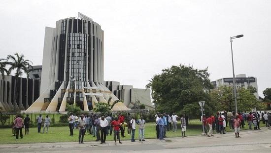 Le siège de la radio-télévision gabonaise à Libreville, le 7 janvier 2019 après la tentative de coup d'Etat avortée. © Steve JORDAN / AFP