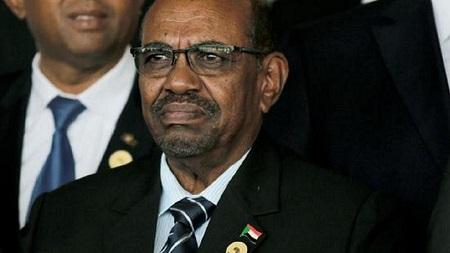 L'ancien président soudanais Omar el-Béchir, destitué et arrêté en avril sous la pression de la rue