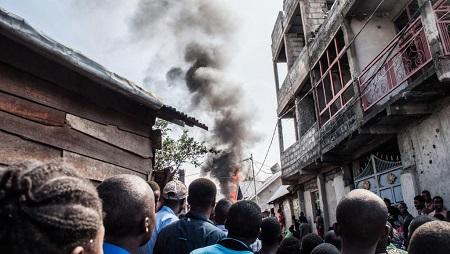 Un avion s'est écrasé dans le quartier densément peuplé de Biréré à Goma. © AFP Photos/Pamela Tulizo