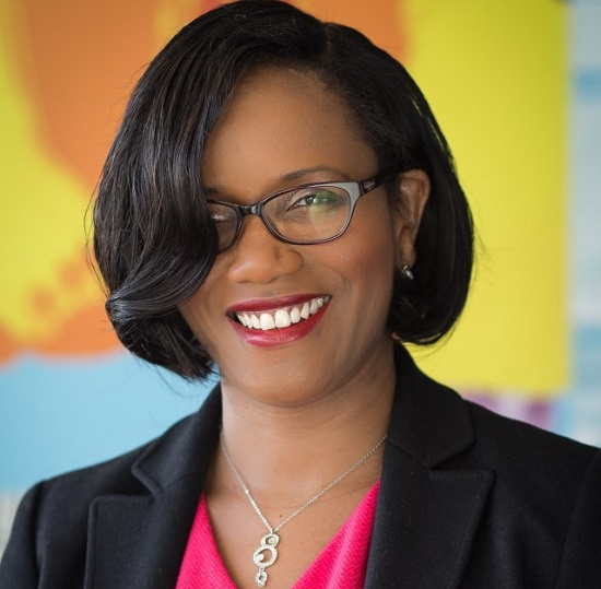Élisabeth Moreno, Née en 1970 au Cap-Vert, est détentrice d'un Master en Droit des affaires et d'un MBA en Global business