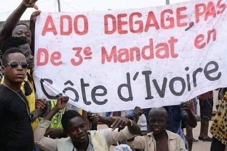 Des manifestations sporadiques ont éclaté jeudi à Abidjan et dans ses environs pour protester contre la candidature à un troisième mandat du président Alassane Ouattara