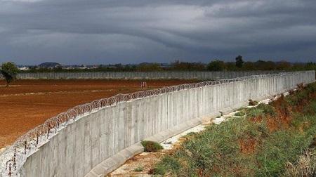 Le mirador , c'est le nom du mur érigé récemment par la Guinée Équatoriale à la frontière avec le Cameroun