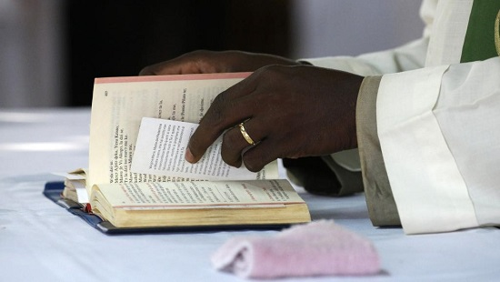 Après l'Eglise catholique, les Eglises évangéliques ont demandé le report des législatives du 20 décembre. (photo d'illustration) © GettyImages