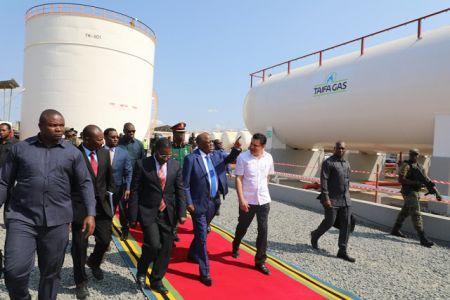 John Magufuli inaugure une installation de stockage et de remplissage de GPL appartenant au tycoon Rostam Aziz