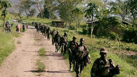 Des soldats ougandais près de la frontière avec la RDC à la suite d'une bataille avec les rebelles des ADF en mars 2007. © Photo: AFP Photo/Peter Busomoke