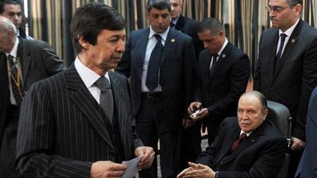 Abdelaziz Bouteflika avec, à gauche au premier plan, son jeune frère et principal conseiller, Saïd, lors du vote du 17 avril. © AFP PHOTO / FAROUK BATICHE