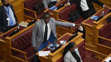 Débats au parlement namibien sur l'accord relatif au génocide des Hereros et Namas